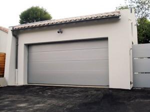 Porte-de-Garage-sectionnelle-villa-sgdiffusion-installateur -pose-menuiseries-fermetures-lyon-rhone