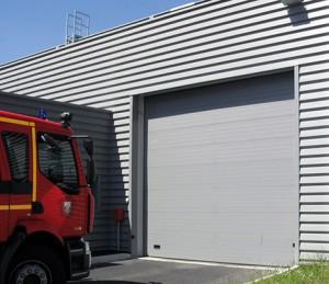 Porte-de-garage-enroulable-pro -sgdiffusion-installateur -pose-menuiseries-fermetures-lyon-rhone
