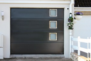 Porte-de-garage-sectionnelle-vitrée-villa-sgdiffusion-installateur -pose-menuiseries-fermetures-lyon-rhone